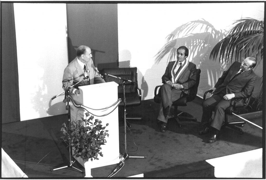 À la gauche de François Mitterrand : Jean-Yves Le Drian